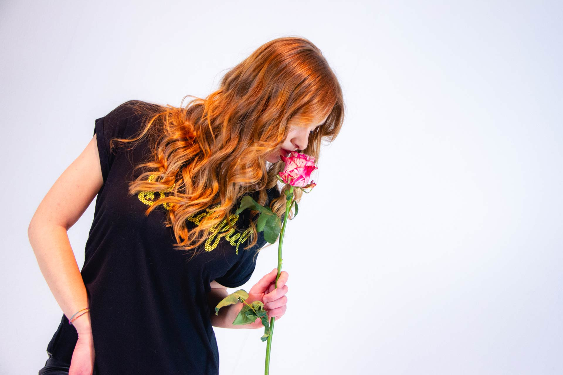 Capelli color corallo mossi | Shooting Flower | Danys Fashion Carpi